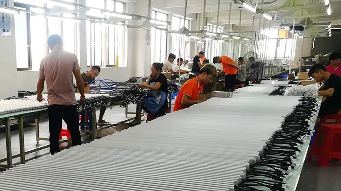 亮丽龙-组装生产线